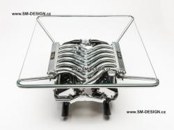 BMW 850i - stůl s vůní benzínu